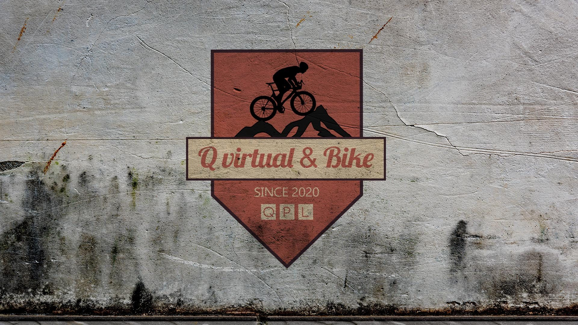 Escudo del club de Q virtual Bike sobre una pared